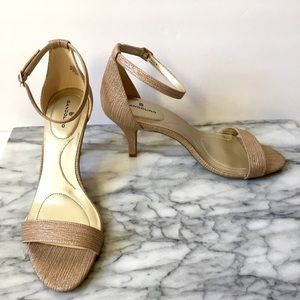 GOLD STRAP KITTEN HEELS OPEN TOE SIZE 9.5 NEW